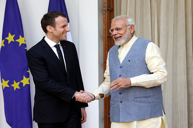 epa06593261 French President Emmanuel Macron (L) and Indian Prime Minister Narendra Modi (R)  shake hands prior to a bilateral meeting in New Delhi, India, 10 March 2018. President Emmanuel Macron is on a four-day state visit to India and is scheduled to meet top Indian politicians to strengthen political and economic ties between the two countries.  EPA/HARISH TYAGI