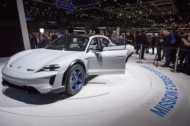 epa06584608 The new Porsche Mission E Cross Turismo is presented during the media day at the 88th Geneva International Motor Show in Geneva, Switzerland, 06 March 2018. The Motor Show will open its gates to the public from 08 to 18 March presenting more than 180 exhibitors and more than 110 World and European premieres.  EPA/MARTIAL TREZZINI