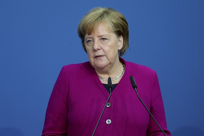 epa06598167 German Chancellor and Christian Democratic Union (CDU) party leader Angela Merkel speaks prior to the signing of the coalition agreement of Christian Democratic Union (CDU), Christian Social Union (CSU) and the Social Democratic Party (SPD) in Berlin, Germany, 12 March 2018. The election of the Federal Chancellor will take place on 14 March 2018 at the Bundestag.  EPA/FELIPE TRUEBA