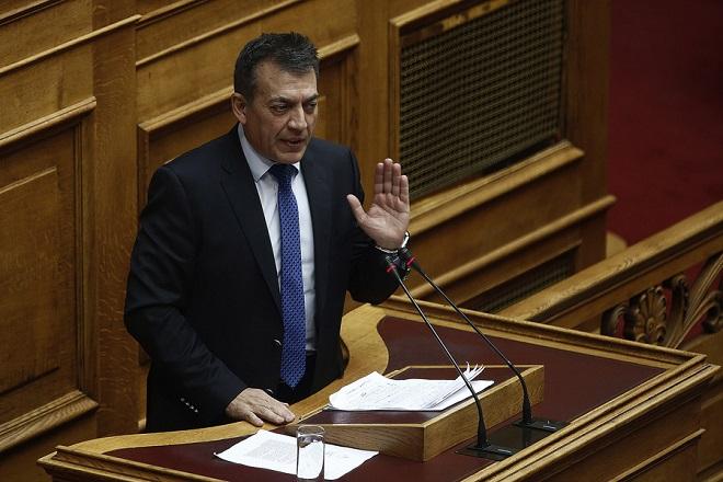 Ο βουλευτής της ΝΔ Γιάννης Βρούτσης μιλάει από το βήμα της ολομέλειας της Βουλής στην αναβληθείσα συζήτηση του κυβερνητικού νομοσχεδίου για το Κοινωνικό Μέρισμα, Δευτέρα 20 Νοεμβρίου 2017. Η συζήτηση που είχε προγραμματιστεί για την περασμένη Πέμπτη, αναβλήθηκε από τον πρόεδρο της Βουλής Ν. Βούτση, μετά από επικοινωνία που είχε με τον πρωθυπουργό Αλ. Τσίπρα, «λόγω του εθνικού πένθους και της ανείπωτης τραγωδίας που έπληξε τη Δυτική Αττική». ΑΠΕ-ΜΠΕ/ΑΠΕ-ΜΠΕ/ΑΛΕΞΑΝΔΡΟΣ ΒΛΑΧΟΣ