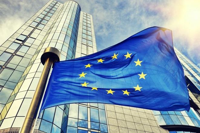 SZ: Κανονισμός της Κομισιόν προτείνει είδος ευρωομολόγων «από την πίσω πόρτα»