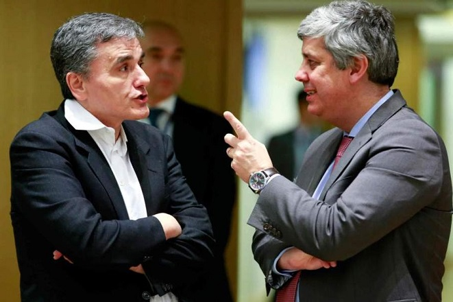 Politico: Τα δεσμά και το «μικρό λουρί» που θέλουν οι δανειστές για την Ελλάδα