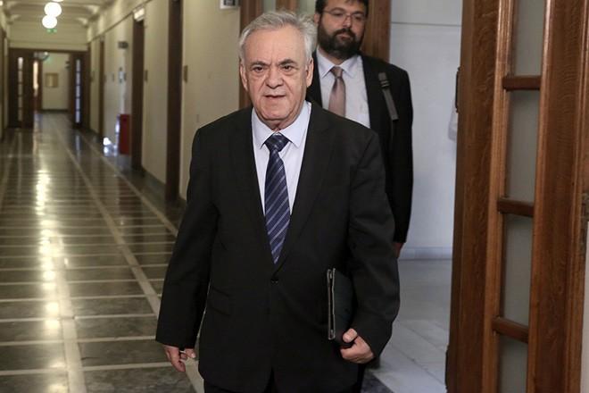 Ο αντιπρόεδρος της Κυβέρνησης Γιάννης Δραγασάκης προσέρχεται στη συνεδρίαση του υπουργικού συμβουλίου στη Βουλή, Αθήνα, την Τρίτη 13 Ιουνίου 2017. ΑΠΕ-ΜΠΕ/ΑΠΕ-ΜΠΕ/ΣΥΜΕΛΑ ΠΑΝΤΖΑΡΤΖΗ