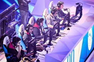 epa06537699 BRK Esports plays against uL Gaming as part of a show match before the semi finals of the Rainbow Six Siege Invitational Tournament held in Montreal, Canada, 17 February 2018.  EPA/ANDRE PICHETTE