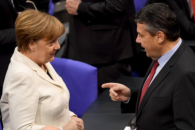 epa06602530 German Chancellor Angela Merkel (L) talks with acting Foreign Minister Sigmar Gabriel (R) during the election of the Federal Chancellor at the Bundestag in Berlin, Germany, 14 March 2018. A coalition of Christian Democratic Union (CDU), Christian Social Union (CSU) and Social Democratic Party (SPD) forms the new German government.  EPA/CLEMENS BILAN