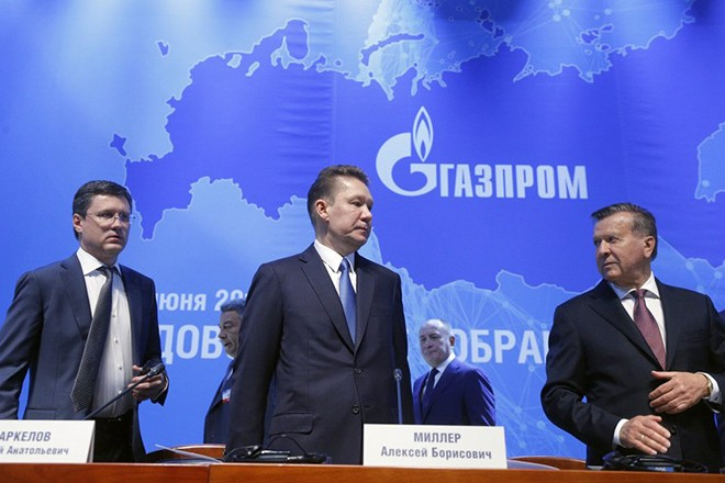 epa06057323 Chairman of Gazprom Management Committee Alexei Miller (C), board of directors chairman Viktor Zubkov (R) and Russian Energy Minister Alexander Novak (L) arrive for the annual Gazprom shareholders meeting in Moscow, Russia, 30 June 2017. Russian energy giant Gazprom reported annual achievements for its shareholders.  EPA/SERGEI CHIRIKOV