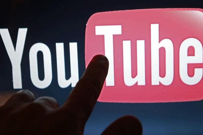 Εκατοντάδες εταιρείες βλέπουν τις διαφημίσεις τους να προβάλλονται σε εξτρεμιστικά βίντεο του YouTube.
