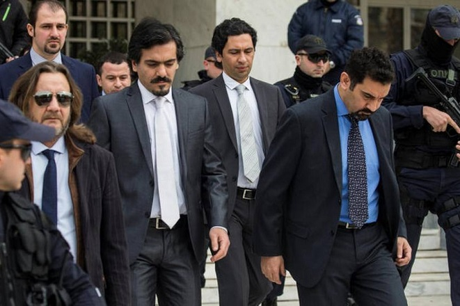 Η Τουρκία επικήρυξε τους 8 Τούρκους αξιωματικούς ανήμερα της επίσκεψης Τσίπρα στην Άγκυρα