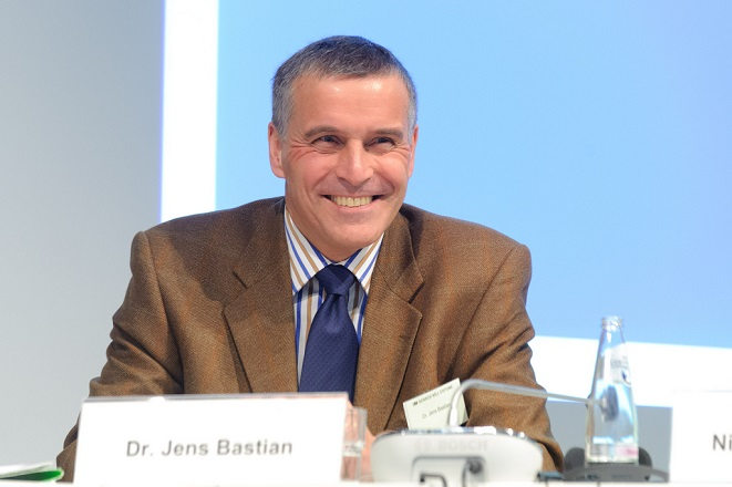 Μπάστιαν: Απολύτως αναγκαία η ελάφρυνση του ελληνικού χρέους