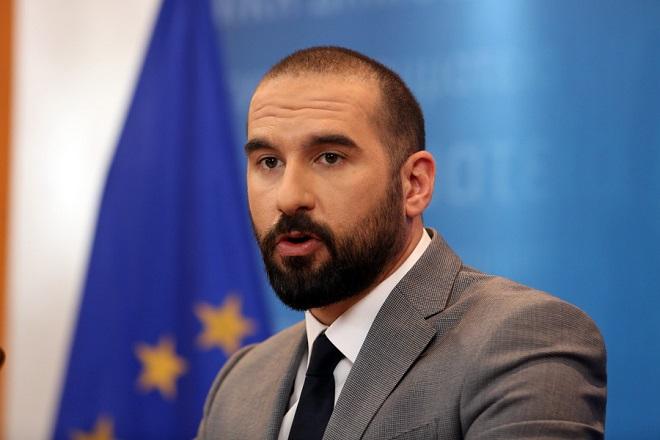 Ο υπουργός Επικρατείας και Κυβερνητικός Εκπρόσωπος  Δημήτρης Τζανακόπουλος μιλάει στη σημερινή ενημέρωση των πολιτικών συντακτών, στην αίθουσα ενημέρωσης του υπουργείου ΨΗΠΤΕ, Τρίτη 20 Μαρτίου 2018. Αλέξανδρος Μπελτές