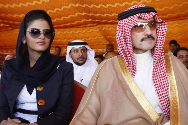 Saudi Prince al-Waleed bin Talal (R) and his wife Princess Amira al-Taweel attend a ceremony for the opening of housing units in the al-Dhafir village, west of Sanaa May 24, 2009. The houses were built by al-Waleed for victims of the December 28, 2005 landslide in al-Dhafir. The landslide killed 65 people and destroyed 27 of the village's 31 houses. REUTERS/Khaled Abdullah (YEMEN POLITICS ROYALS SOCIETY) - GM1E55O1PUQ01