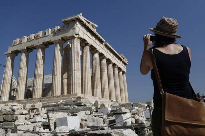 Το ζήτημα της επανένωσης των Γλυπτών του Παρθενώνα θέτει η Αθήνα στη Βρετανία