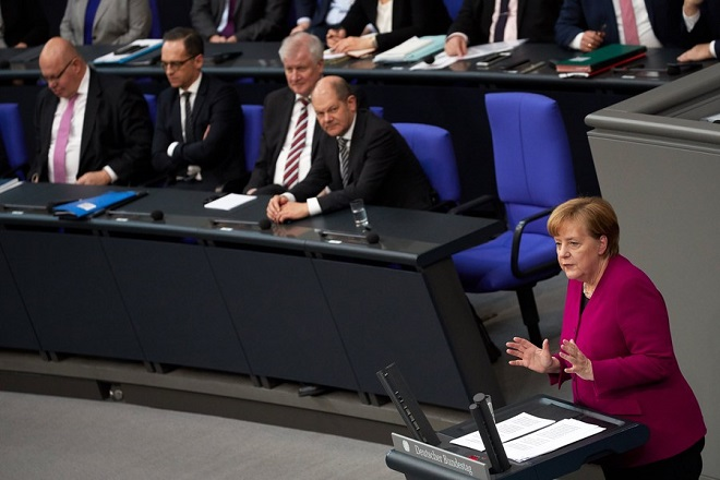 epa06617672 German Chancellor Angela Merkel (R) delivers a speech to the German Bundestag in Berlin, Germany, 21 March 2018. Merkel, in her government declaration, spoke about the upcoming new German government's work.  EPA/HAYOUNG JEON