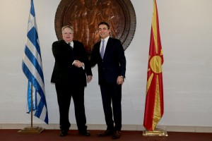 O υπουργός Εξωτερικών Νικόλαος Κοτζιάς ανταλλάσει χειραψία με τον υπουργό Εξωτερικών της ΠΓΔΜ Νικόλα Δημητρόφ (Nikola Dimitrov), Παρασκευή 23 Μαρτίου 2018. Διήμερη επίσκεψη στην πρώην Γιουγκοσλαβική Δημοκρατία της Μακεδονίας (ΠΓΔΜ) πραγματοποιεί ο υπουργός Εξωτερικών Νικόλαος Κοτζιάς. ΑΠΕ-ΜΠΕ//ΑΠΕ-ΜΠΕ/pool/Παντελής Σαίτας/pool