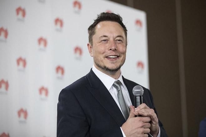 Ο Έλον Μασκ επιμένει: Δεν χρειάζεσαι πτυχίο για να εργαστείς στην Tesla