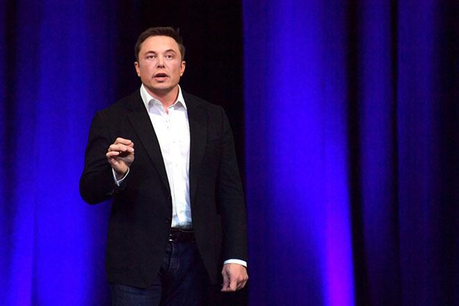 epa06233680 CEO of Tesla, Elon Musk delivers a presentation at the International Astronautical Congress (IAC) in Adelaide, South Australia, Australia, 29 September 2017.  EPA/MORGAN SETTE  AUSTRALIA AND NEW ZEALAND OUT