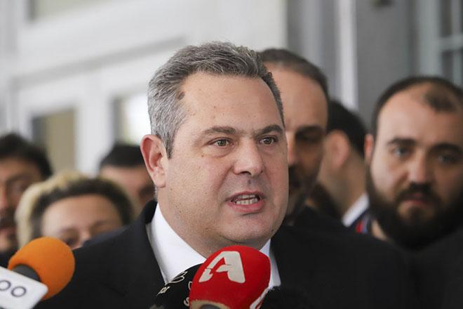 Ο υπουργός Εθνικής Άμυνας Πανος Καμμένος μιλάει στα μέσα μαζικής ενημέρωσης έξω από τα δικαστήρια Θεσσαλονίκης. Αθώο έκρινε το Μονομελές Πλημμελειοδικείο Θεσσαλονίκης τον υπουργό Άμυνας Πάνο Καμμένο, για την υπόθεση της δημόσιας προτροπής μετά από ομιλία του στη ΔΕΘ προς τους κατοίκους της Χαλκιδικής να λιντσάρουν τον πρώην δήμαρχο Αριστοτέλη, Χρήστο Πάχτα, τον Σεπτέμβριο του 2013. Θεσσαλονίκη, Δευτέρα 19 Μαρτίου 2018 ΑΠΕ ΜΠΕ/PIXEL