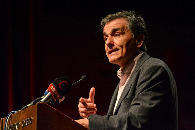 """Ο υπουργός Οικονομικών, Ευκλείδης Τσακαλώτος, είναι ο κεντρικός ομιλητής στην ομιλία με θέμα """"Έξοδος και Ανάπτυξη: Πώς και με ποιούς"""", σε εκδήλωση της Νομαρχιακής Επιτροπής του ΣΥΡΙΖΑ, στην αίθουσα του Δημοτικού Ωδείου Λάρισας, Παρασκευή 23 Μαρτίου 2018. ΑΠΕ-ΜΠΕ/ ΑΠΕ-ΜΠΕ/ ΑΠΟΣΤΟΛΗΣ ΝΤΟΜΑΛΗΣ"""