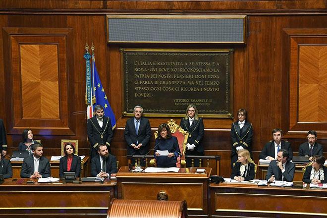 Άρση του αδιεξόδου στο μετεκλογικό πολιτικό σκηνικό της Ιταλίας από μία άβολη συμμαχία