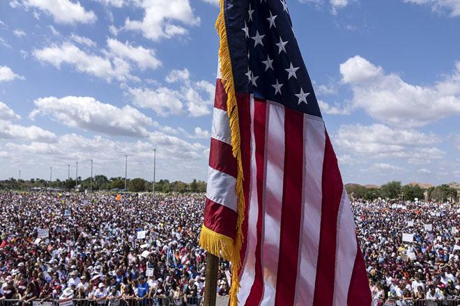 Λαοθάλασσα μαθητών στις ΗΠΑ στη μεγαλύτερη διαδήλωση στην ιστορία κατά της οπλοκατοχής