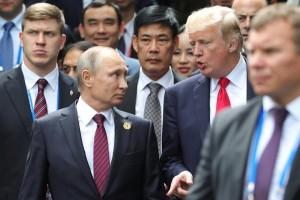 U.S. President Donald Trump and Russian President Vladimir Putin arrive for the family photo session at the APEC Summit in Danang, Vietnam November 11, 2017. Sputnik/Mikhail Klimentyev/Kremlin via REUTERS