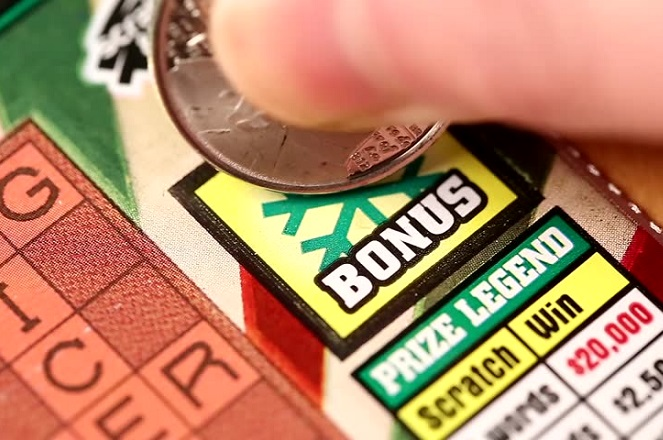 Η έφηβη που αγόρασε ένα λαχείο και κέρδισε…1.000 δολάρια την εβδομάδα για πάντα
