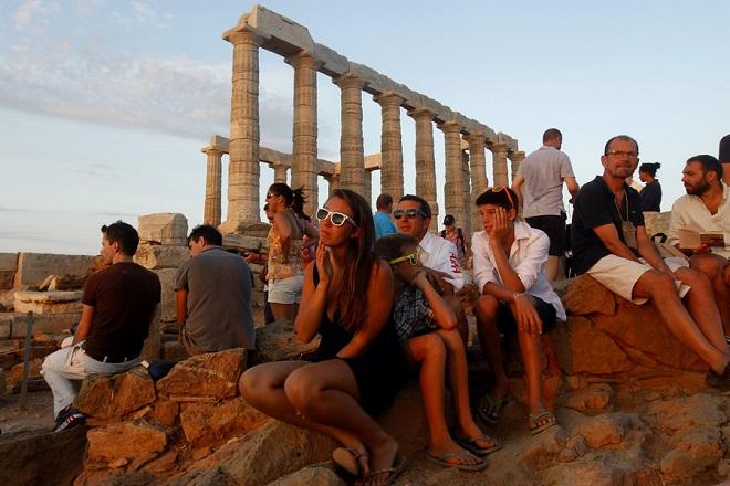 Ποιες χώρες «εκτόξευσαν» τον ελληνικό τουρισμό ως τον Ιούλιο