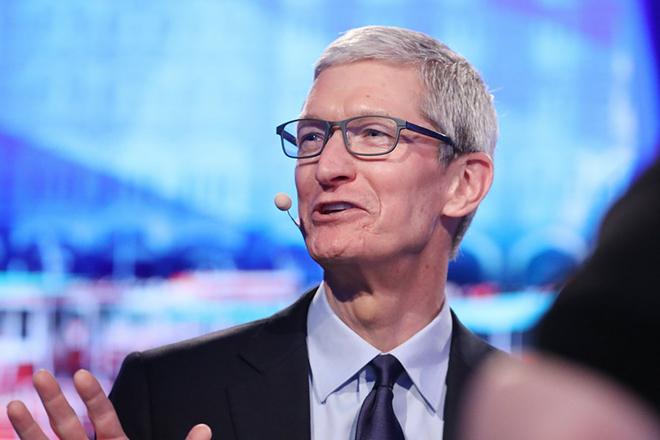 Το αφεντικό της Apple «στάζει φαρμάκι» κατά του Facebook