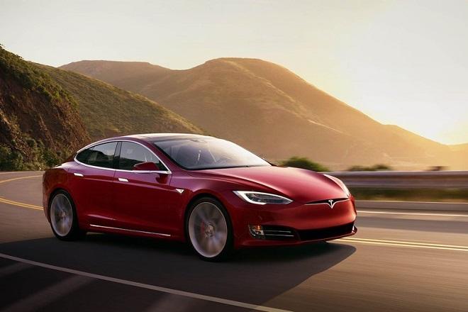 Γιατί η Tesla ανακαλεί 123.000 Model S