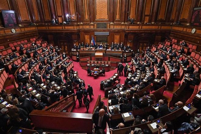 Άνευ προηγουμένου πολιτική κρίση στην Ιταλία απειλεί με νέο κύκλο αστάθειας