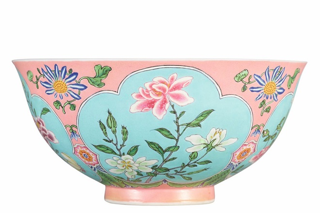 HK0797-A-Superbly-Enamelled-Fine-and-Exceedingly-Rare-Pink-Ground-Falangcai-Bowl