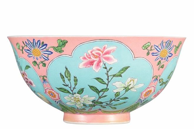 HK0797-A-Superbly-Enamelled-Fine-and-Exceedingly-Rare-Pink-Ground-Falangcai-Bowl