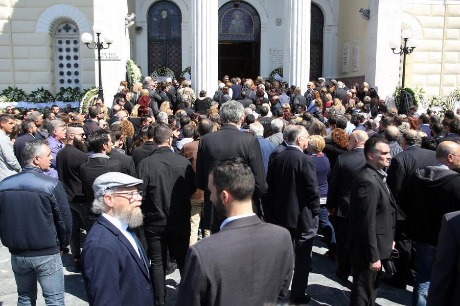 Πλήθος κόσμου στην κηδεία του Στέλιου Σκλαβενίτη