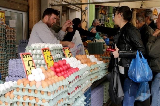 Κορυφώνεται η εμπορική κίνηση στην αγορά – Στο «δώρο του Πάσχα» ελπίζουν οι έμποροι