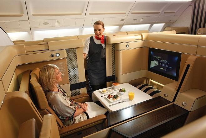 Πού ποντάρουν οι αεροπορικές εταιρείες για να προσελκύσουν πλούσιους ταξιδιώτες
