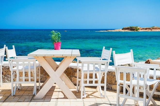 Η Ελλάδα στη λίστα με τους φθηνότερους προορισμούς για all-inclusive διακοπές