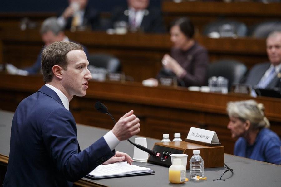 Κατάθεση Ζούκερμπεργκ στο Κογκρέσο: Τι «πρόδωσε» η γλώσσα του σώματός του