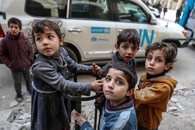 A 25-trucks aid convoy arrives to Douma