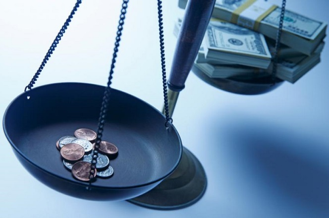 Βλάπτει την οικονομία η εισοδηματική ανισότητα;