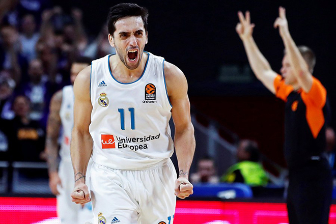 epa06399343 Real Madrid's Argentinian player Facundo Campazzo reacts during the Euroleague basketball match between Real Madrid and Valencia Basket in Madrid, Spain, 19 December 2017.  EPA/JUANJO MARTIN
