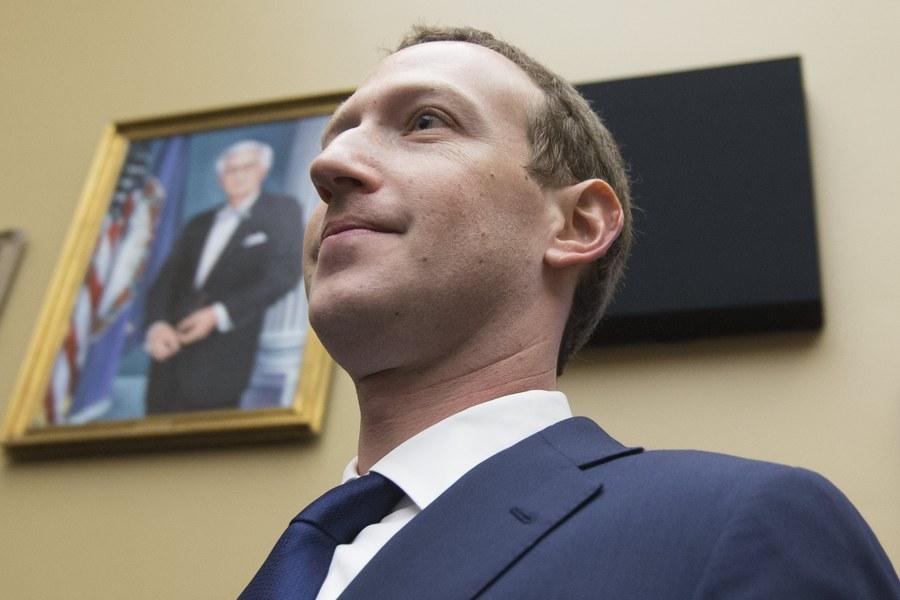 Ένταση στο Facebook: Κατηγορούν τον Zuckerberg για «εταιρική δικτατορία»