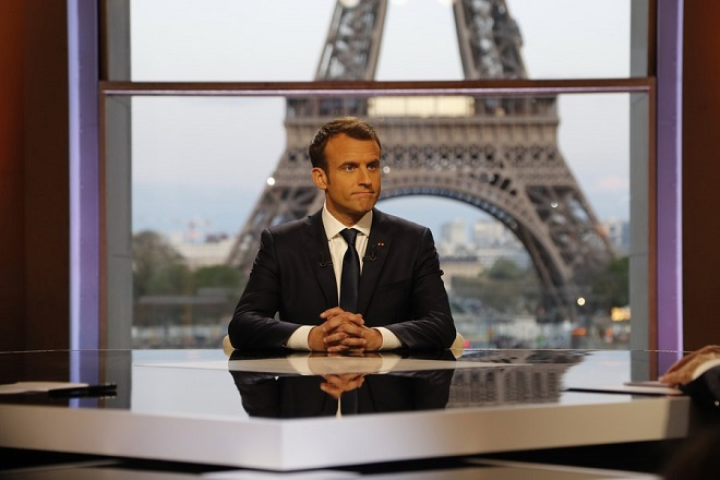 epa06671935 French President Emmanuel Macron (C) poses on the TV set before an interview with RMC-BFM and Mediapart French journalists at the Theatre national de Chaillot in Paris, 15 April 2018. Macron releases the interview after United States, Britain and France decided to launch air strikes in Syria in response to a suspected chemical weapons attack on 14 April 2018.  EPA/FRANCOIS GUILLOT / POOL MAXPPP OUT