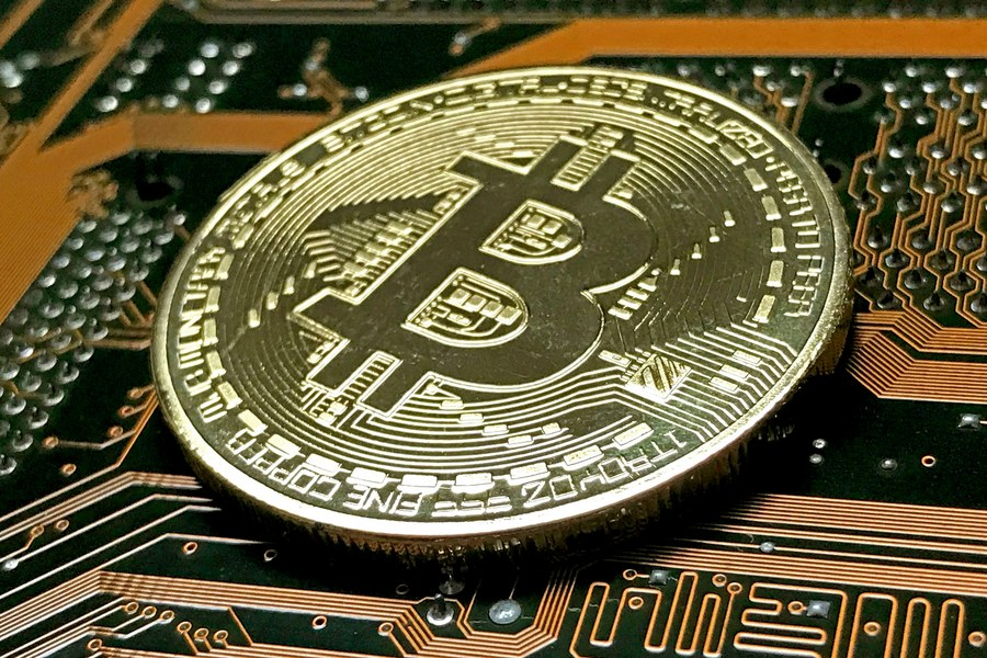 Υποχώρησε το bitcoin από τα επίπεδα «ρεκόρ» των τελευταίων 15 μηνών