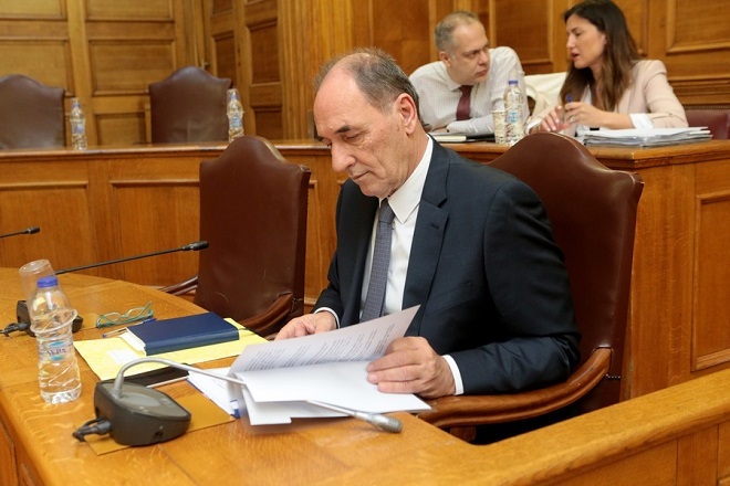 O ΥΠΕΚΑ Γιώργος Σταθάκης στη σημερινή συνεδρίαση της Διαρκούς Επιτροπής Παραγωγής και Εμπορίου με θέμα ημερήσιας διάταξης: Επεξεργασία και εξέταση του σχεδίου νόμου του Υπουργείου Περιβάλλοντος και Ενέργειας «Διαρθρωτικά μέτρα για την πρόσβαση στο λιγνίτη και το περαιτέρω άνοιγμα της χονδρεμπορικής αγοράς ηλεκτρισμού», Δευτέρα 23 Απριλίου 2018. ΑΠΕ-ΜΠΕ/ΑΠΕ-ΜΠΕ/Παντελής Σαίτας