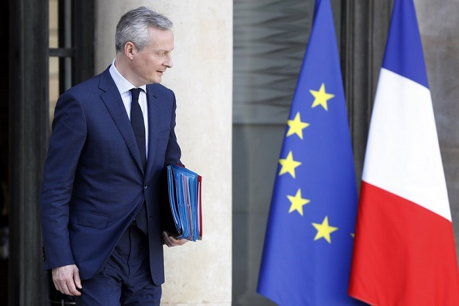 epa06603445 French Economy Minister Bruno Le Maire leaves after a cabinet meeting at the Elysee Palace in Paris, France, 14 March 2018.  EPA/ETIENNE LAURENT
