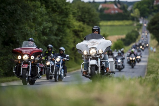 epa06021406 Participants ride their motorcycles during the 18th annual Harley-Davidson Open Road Fest near Felsoors, Hungary, 10 June 2017.  EPA/Boglarka Bodnar HUNGARY OUT