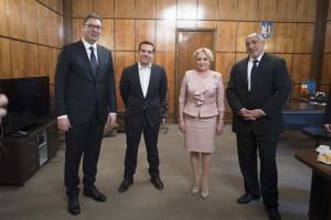 (Ξένη Δημοσίευση)  Ο Πρωθυπουργός, Αλέξης Τσίπρας (2Α), ο Πρωθυπουργός της Βουλγαρίας, Μπόικο Μπορίσοφ (Δ), η Πρωθυπουργός της Ρουμανίας, Βιόριτσα Ντάντσιλα (2Δ), και ο Πρόεδρος της Σερβίας, Αλεξάνταρ Βούτσιτς (Α), συνομιλούν κατά τη διάρκεια της Τετραμερής Συνόδου Κορυφής Ελλάδας-Βουλγαρίας-Ρουμανίας-Σερβίας, την Τρίτη 24 Απριλίου 2018, στο Victoria Palace, στο Βουκουρέστι. Επίκεντρο των συνομιλιών είναι ο συντονισμός των τεσσάρων κρατών και η υποστήριξη της ευρωπαϊκής προοπτικής των Δυτικών Βαλκανίων, ενόψει της Συνόδου Κορυφής ΕΕ-Δυτικών Βαλκανίων στις 17 Μαΐου στη Σόφια. ΑΠΕ-ΜΠΕ/ΓΡΑΦΕΙΟ ΤΥΠΟΥ ΠΡΩΘΥΠΟΥΡΓΟΥ/Andrea Bonetti