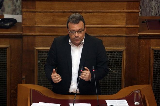Ο  αναπληρωτής υπουργός Περιβάλλοντος και Ενέργειας Σωκράτης Φάμελλος μιλάει στη μόνη συζήτηση και ψήφιση επί της αρχής, των άρθρων και του συνόλου του σχεδίου νόμου του Υπουργείου Περιβάλλοντος και Ενέργειας «Διαρθρωτικά μέτρα για την πρόσβαση στο λιγνίτη και το περαιτέρω άνοιγμα της χονδρεμπορικής αγοράς ηλεκτρισμού», Τετάρτη 25 Απριλίου 2018. ΑΠΕ-ΜΠΕ/ΑΠΕ-ΜΠΕ/Αλέξανδρος Μπελτές