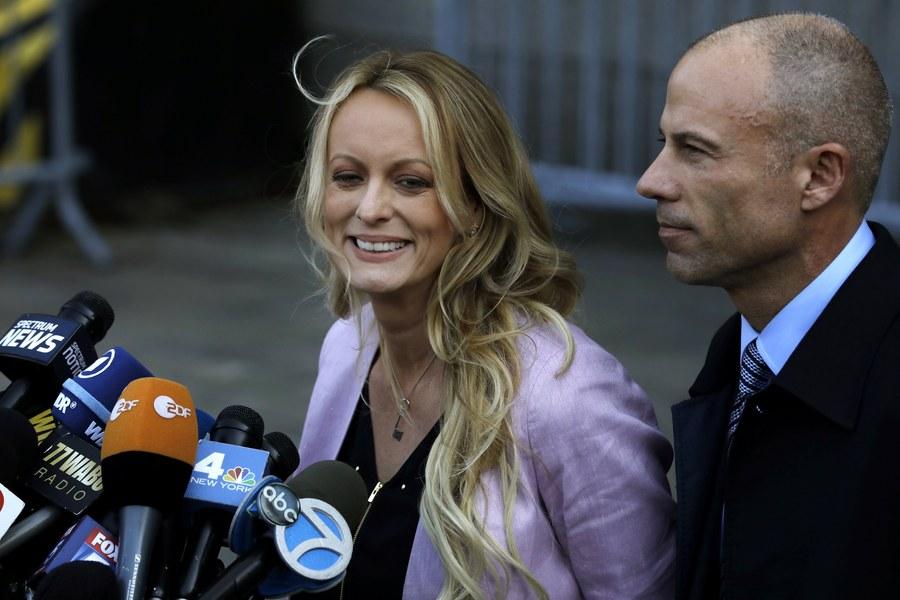 Συνελήφθη ο δικηγόρος της Στόρμι Ντάνιελς για εκβιασμό