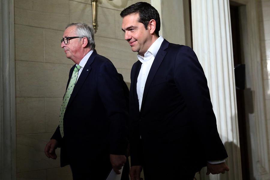 Γιούνκερ: Καθαρή έξοδο της Ελλάδας από το πρόγραμμα επιθυμεί η Κομισιόν